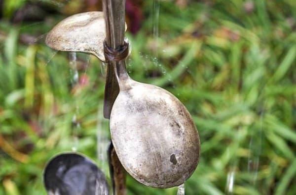 DIY-Rain-Chain-Using-Spoons-Horizontal-628x416