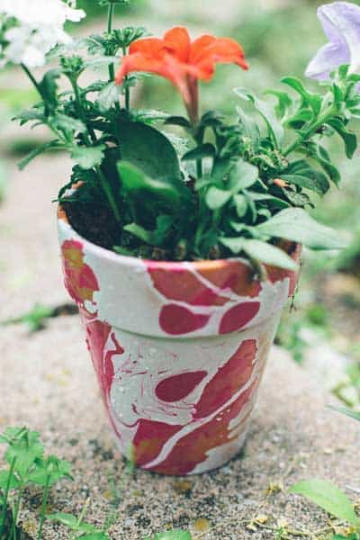 nail-polish-marbled-pot